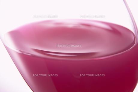 グレープジュースの波紋の写真素材 [FYI00470608]