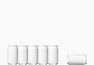 並んだ空き缶と倒れた空き缶の写真素材 [FYI00470707]