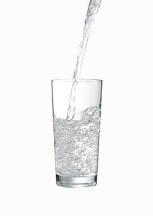 グラスに注がれる水の素材 [FYI00470737]