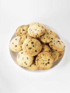 お皿に置いたクッキーの集合の写真素材 [FYI00470771]