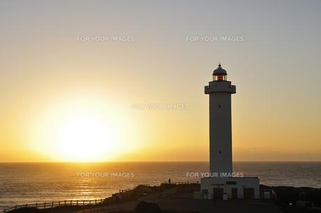 東平安名崎灯台 朝日の写真素材 [FYI00471121]