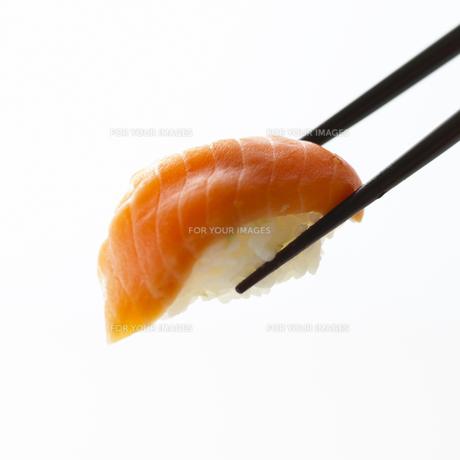 寿司と箸の写真素材 [FYI00471154]