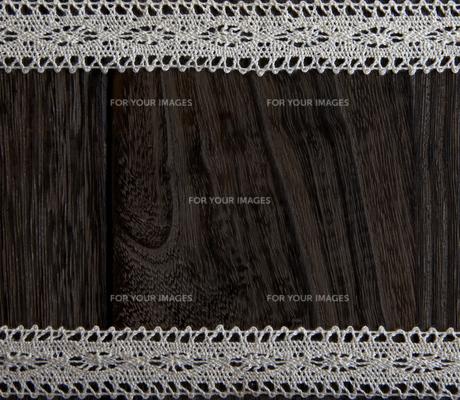 木目と白いレースの素材 [FYI00471191]