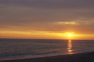夕焼けの海の写真素材 [FYI00471219]