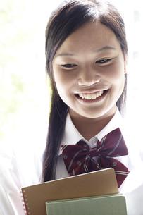 笑顔の女子高生の素材 [FYI00471658]
