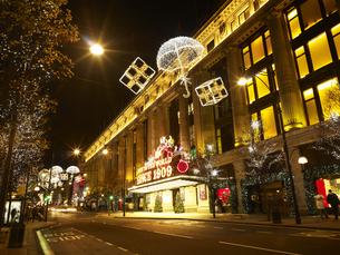 セルフリッジデパートのクリスマスデコレーションの写真素材 [FYI00471865]