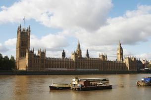 テムズ河対岸より望む国会議事堂とビッグベンの写真素材 [FYI00471878]