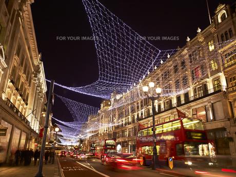 リージェントストリートのクリスマスイルミネーションの写真素材 [FYI00471884]