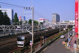 津田沼駅付近を走る総武線の写真素材 [FYI00472098]