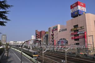 津田沼駅付近を走る総武線の写真素材 [FYI00472106]