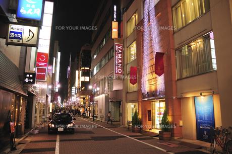 銀座ガス塔通り夜景の写真素材 [FYI00472157]