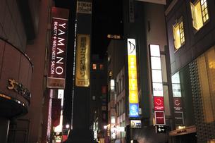 銀座ガス塔通り夜景の写真素材 [FYI00472166]