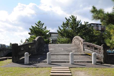 和歌の浦海岸不老橋の風景の写真素材 [FYI00472315]