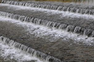 段差のある川の写真素材 [FYI00472354]
