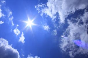 太陽と雲の写真素材 [FYI00472406]