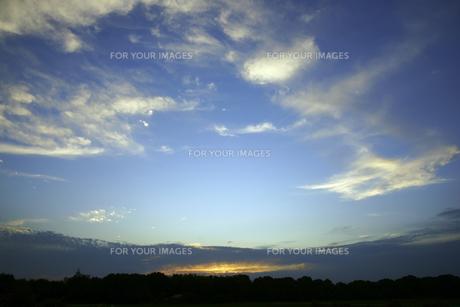 夕方の空の写真素材 [FYI00472507]