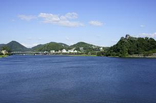 犬山城と木曽川の写真素材 [FYI00472563]