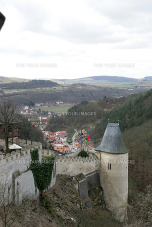 カレルシュタイン城からの眺めの写真素材 [FYI00473478]