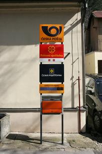 カレルシュタイン城周辺の公衆電話の写真素材 [FYI00473487]