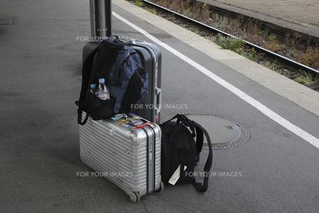 ホームの旅行カバンの写真素材 [FYI00473579]