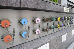 カラフルな消火栓口の写真素材 [FYI00473614]