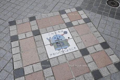 秋葉原の歩道上のサインの写真素材 [FYI00473631]