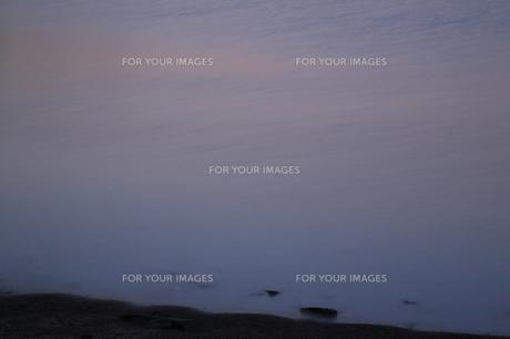 朝の渚の写真素材 [FYI00473839]
