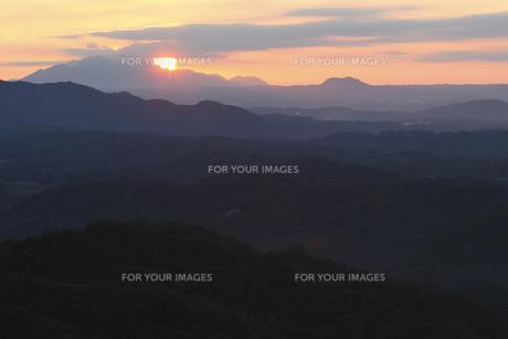 御嶽山より阿蘇山を望むの写真素材 [FYI00473898]