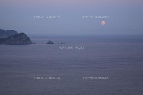 月と海の写真素材 [FYI00473909]