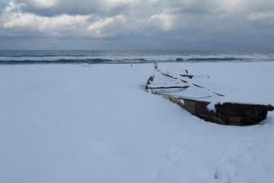 雪景色の弓ヶ浜の写真素材 [FYI00473939]