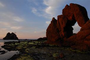 島根の海岸「加賀の潜戸」の写真素材 [FYI00473950]