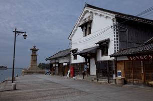 鞆の浦のいろは丸展示館と常夜燈の素材 [FYI00474197]