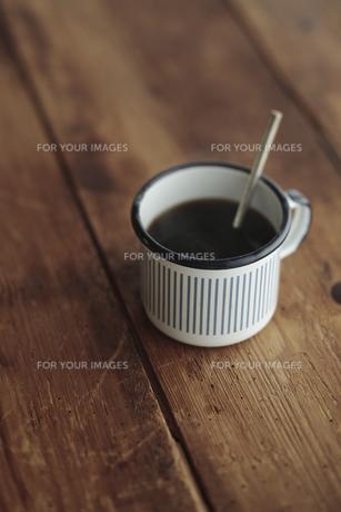 テーブルの上のコーヒーの写真素材 [FYI00474254]