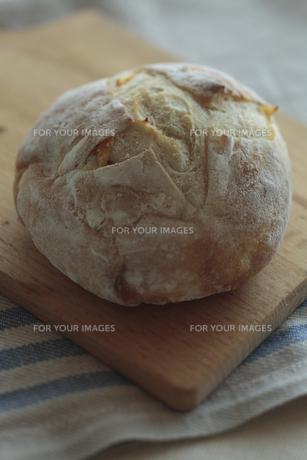丸いパンの写真素材 [FYI00474271]