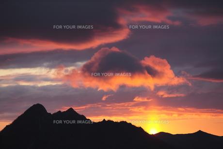 摩周岳と日の出の写真素材 [FYI00474424]
