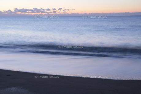 朝の砂浜の写真素材 [FYI00474461]