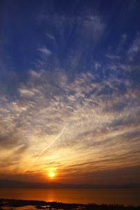 琵琶湖の夕日の素材 [FYI00474663]