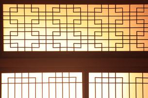 日本家屋のガラス戸の写真素材 [FYI00474848]