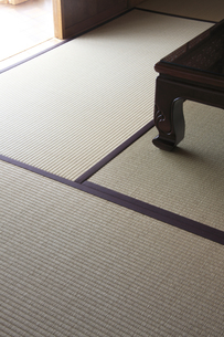 畳と机の脚の写真素材 [FYI00474872]