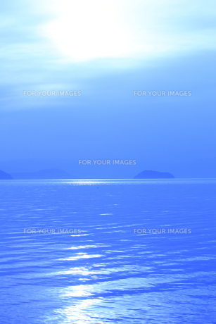 竹生島と琵琶湖の朝の写真素材 [FYI00475017]