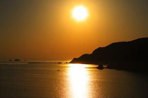 若狭湾の夕日の写真素材 [FYI00475080]