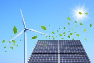ソーラーパネルと風車と葉っぱの素材 [FYI00475111]