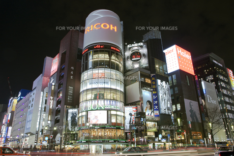 銀座4丁目の夜景の写真素材 [FYI00475417]