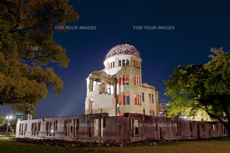 原爆ドーム夜景の写真素材 [FYI00475476]