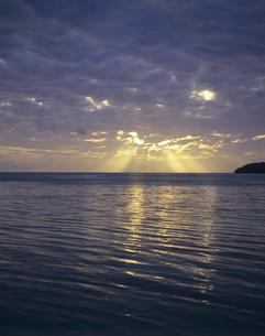 朝焼けの海の写真素材 [FYI00475748]
