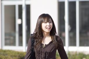 笑顔の女性の写真素材 [FYI00476538]