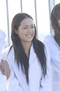 笑顔の女性の写真素材 [FYI00476559]