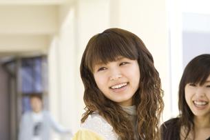 笑顔の女性の写真素材 [FYI00476564]
