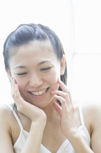 笑顔の女性の写真素材 [FYI00476582]