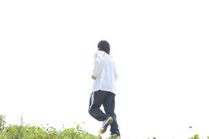 ジョギングをする男性の写真素材 [FYI00476632]
